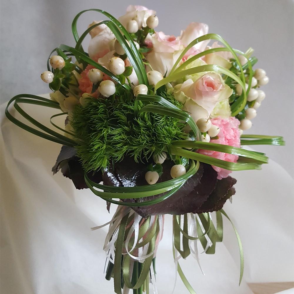 35€ - Bouquet floreale con tre tipologie di fiori a scelta e confezionamento in tema