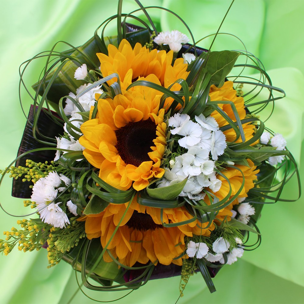 20€ - Bouquet floreale con due tipologie di fiori di stagionea scelta e confezionamento in tema