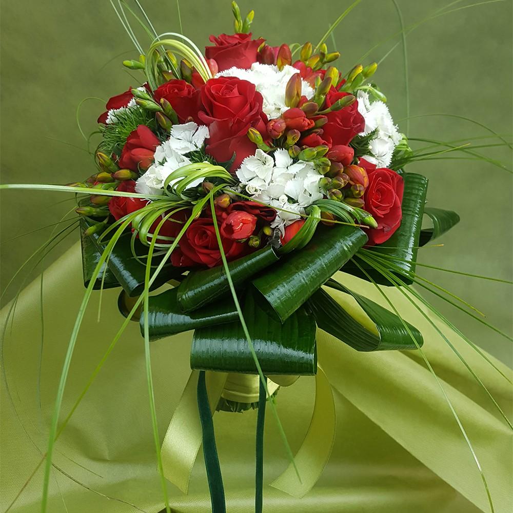 45€ - Bouquet floreale con tre tipologie di fiori a scelta e confezionamento in tema