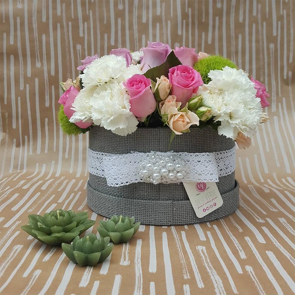 50€ - Scatola di diversi colori con tre tipologie di fiori a scelta e confezionamento in tema